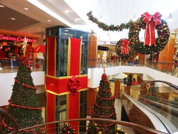 chant de noel dans un centre commercial